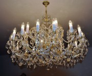 Large Theresian chandelier with gold metal and square artistic cut