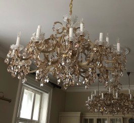 Large 18 flames Maria Theresa chandelier in color of honey