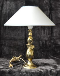 1 Bulb Cast brass  table lamp with wide  white lampshade