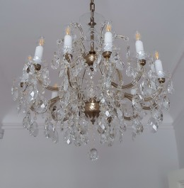 12-arm Maria Theresa chandelier with antique brass finish