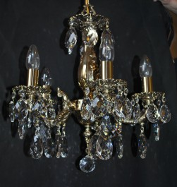 5 Arms Cast brass chandelier with crystal almonds and brass tubes