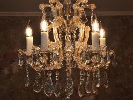 The small 5 flames Maria Theresa chandelier & Wall lights with the same hand cut