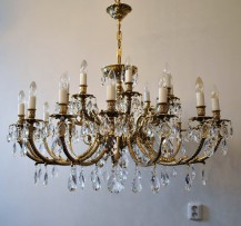 Large massive chandelier made of cast brass 24 bulbs