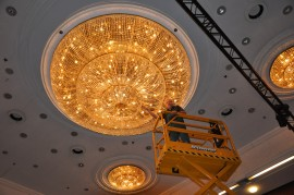 Washing of large basket chandeliers - Hotel Hilton Prague