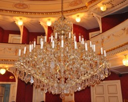 Washing of the central chandelier of Maria Theresa - Silesian Theater of Moravia