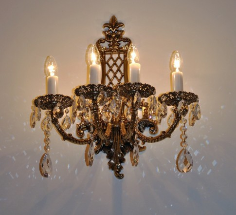 4-candle Luxurious light for a luxurious castle interior