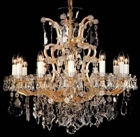 Avarage sized Theresian crystal chandelier wth 12 flames