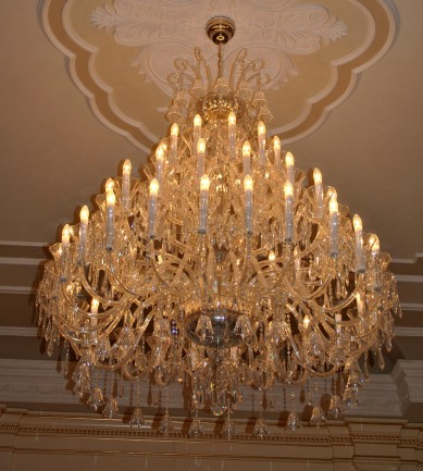 The large 42 arms design crystal chandelier with crystal bells & blown glass vases